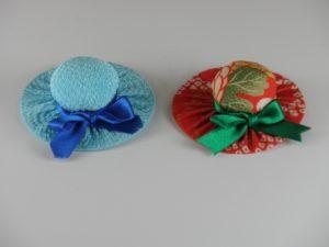 帽子のブローチ